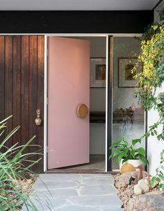 House Exterior, Modern Door, Interior And Exterior, Mid Century Modern Door, Pink Front Door, Mid Century Modern House, Interior Architecture, Mid Century, Modern Exterior