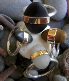 Jeramie CARTER (Australia) -  Natural beach stone band set in 9ct rose gold on sterling silver band. All hand made. Each stone will vary