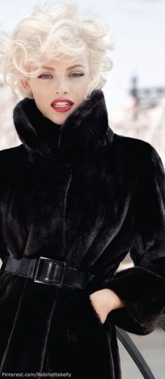 Black | Marilyn Look - the lines are perfect in the this picture. Capture this look.