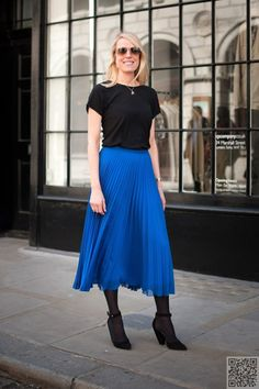 8. #Pleated Midi Skirt - 13 #Street Style Ways to Wear the Midi #Skirt ... → #Streetstyle #Cache
