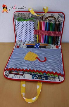 Bienvenid@ a Pika-pic.Maybe for ElizaCute idea this is in Spanish Sewing Hacks, Sewing Crafts, Sewing Projects, Sewing Ideas, Couture Bb, Activity Bags, Operation Christmas Child, Art Bag, Craft Bags