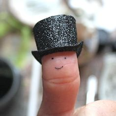 How to make a tiny top hat #DIY #miniature #tophat #tutorial miniatur, idea, paper, fingers, tophat, finger people, top hats, kid, thing
