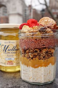 Monday motivation by @peachonomics with her creamiest and dreamiest honey overnight oats with our Mielbio Italian raw honey and almond milk layered with almond butter, @purely_elizabeth granola, @salbachia acai pudding and topped with cocoa coconut chips, a macaroon, freeze dried strawberries and a crumbled blueberry cashew @perfectbar. 😍