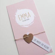 Roze geboortekaartje met ronde brush en losse labeltjes