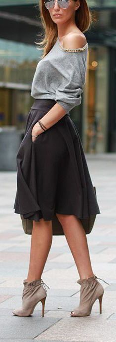 Street style vaporous black skirt with grey top. Good slouchy look with style. Would pair with a bright accessory: red heels, teal clutch, giant statement necklace. - Street Chic Looks Style Work, Mode Style, Look Fashion, Fashion Beauty, Autumn Fashion, Street Fashion, Spring Fashion, Luxury Fashion, Looks Street Style