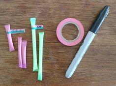 Utilisez des pailles en plastiques pour transporter des petites dosettes quotidiennes de produits d'hygiène ou de beauté. Il suffit de faire fondre les bouts des pailles pour les sceller avec un fer à repasser, un fer à lisser, ou même un briquet.