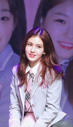 Kpop Girl Groups, Korean Girl Groups, Kpop Girls, South Korean Girls, Jung Chaeyeon, Jeon Somi, Kpop Aesthetic, Nayeon, Me As A Girlfriend