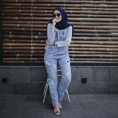 fashion hijab scarf is the most essential bit inside outfits of ladies using hijab. Muslim Fashion, Modest Fashion, Hijab Fashion, Fashion Outfits, Fashion Hair, Jackets Fashion, Runway Fashion, How To Wear Cardigan, How To Wear Hijab