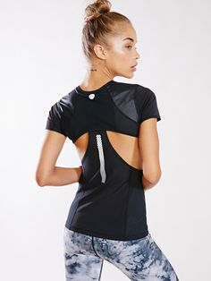 Without walls cut-out mesh top (fashion)activewear леггинсы, спорт, одежда. Sporty Outfits, Athletic Outfits, Fashion Outfits, Gym Outfits, Athletic Fashion, Athletic Wear, Sport Fashion, Fitness Fashion, Fitness Style