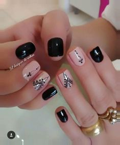 Top CASA 201832 Easy Nail Art Hack For Perfect Manicure By applying a single coat, you will have a hard time making a dirty mess. Love Nails, How To Do Nails, Fun Nails, Pretty Nails, Short Nail Designs, Nail Art Designs, Stylish Nails, Manicure And Pedicure, Nails Inspiration