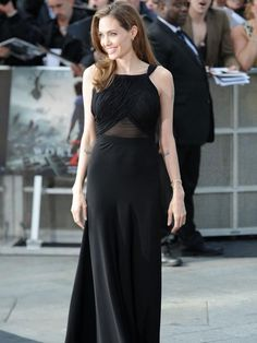 Angelina Jolie makes first public appearance since news of double mastectomy at 'World War Z' premiere