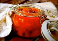 Kastrulek: Meruňkové chutney s koulema i bez: recept Kimchi, Moscow Mule Mugs, Chutney, Salsa, Jar, Tableware, Food, India, Dinnerware