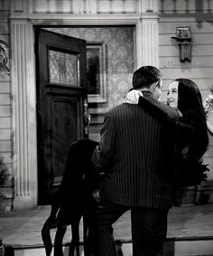 All things creepy, kooky, mysterious, and spooky. Gomez And Morticia, Morticia Addams, The Addams Family 1964, Long Straight Black Hair, Charles Addams, Carolyn Jones, Damsel In Distress, Geek Humor, Classic Tv