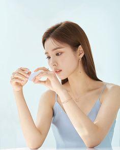 Shin Se-kyung (born July is a South Korean actress, singer and model. Korean Beauty, Asian Beauty, Korean Actresses, Actors & Actresses, Gorgeous Women, Most Beautiful, Shin Se Kyung, Perfect Model, Korean Artist
