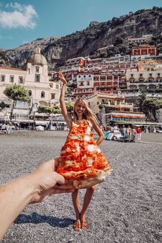 Pizza in Positano - leonie hanne – haute couture Italy Vacation, Italy Travel, Italy Honeymoon, Vacation Places, London Travel, Travel Pictures, Travel Photos, Creative Photography, Travel Photography