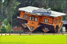 Viaggiare è il mio peccato!!: Upsidedown house. La casa capovolta