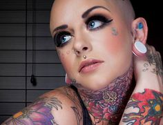Best face tattoos for women & for men, face tattoos piercing Face Tats, Girl Face Tattoo, Girl Tattoos, Female Tattoos, Piercings For Men, Face Tattoos For Women, Best Tattoo Shops, Beauty Life Hacks Videos, Best Face Products