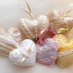 Felt Christmas Decorations, Valentine Decorations, Valentine Heart, Valentine Crafts, Shabby Chic Hearts, Fabric Hearts, Shabby Chic Christmas, Lace Heart, Heart Crafts
