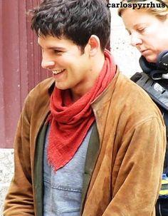 Merlin // Colin Morgan on set. Merlin Colin Morgan, Merlin Cast, Bbc Tv Series, Good Smile, On Set, Irish, It Cast, Geek, Fandoms