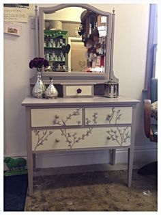 Colors for CC's dressing table? Dressing table painted in Annie Sloan Paloma & a Original with free hand painting on drawers Hand Painted Furniture, Paint Furniture, Upcycled Furniture, Bathroom Furniture, Furniture Making, Furniture Makeover, Furniture Design, Furniture Ideas, Dressing Table Revamp