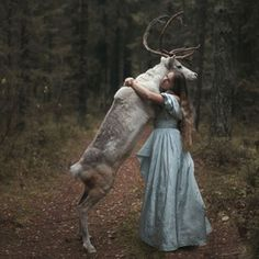 Amazing photos of girls with wild animals. A taste of fairytales