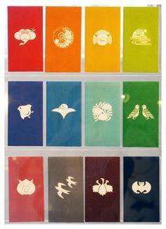 家紋ぽち袋 (梅鶴/向かい鳩/三つ蛤に海藻/揚羽蝶/鷺桐/水に光琳亀/飛び 燕/千鳥/伊勢海老の丸/光琳こうもり/雁金/脹ら雀/真向き兎) Graphic Design Art, Print Design, Logo Design, Red Packet, Japan Logo, Japanese Patterns, Japan Art, Elements Of Art, Anime Scenery