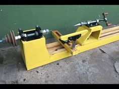 TORNO CASERO para MADERA -MI VERSION- (PARTE 1 DE 2) - YouTube Woodworking Tools For Beginners, Woodworking Hand Tools, Wood Tools, Woodworking Techniques, Diy Tools, Woodworking Shop, Woodworking Plans, Woodworking Projects, Diy Lathe