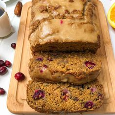 The absolute BEST cranberry orange bread ever. It's perfectly moist, naturally sweet with pops of tart, all using wholesome ingredients. Orange Cranberry Loaf, Cranberry Dessert, Cranberry Bread, Whole Foods Vegan, Whole Food Recipes, Cake Recipes, Loaf Pan Sizes, Bread Oil, Vegan Cupcakes