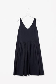 COS : V-neck pleated dress