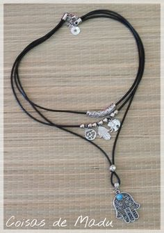 Colar triplo em courinho preto e pingentes e acessórios em prata velha e ajustável . Lindíssimo! Lanyard Necklace, Diy Necklace, Necklace Designs, Bohemian Jewelry, Beaded Jewelry, Handmade Jewelry, Jewelry Necklaces, Leather Necklace, Leather Jewelry