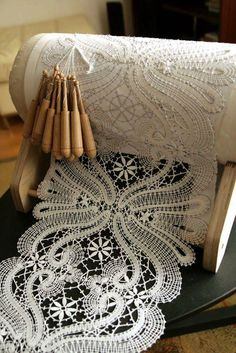 Bobbin Lace Making & Its History and How to Start - Bobbin lace is another technique of lacemaking. It's also known as pillow lace, and it is made by weaving threads wound on bobbins around pins holding a pattern to a pillow. It is a complicated … Col Crochet, Irish Crochet, Crochet Edgings, Crochet Motif, Crochet Shawl, Antique Lace, Vintage Lace, Rose Shabby Chic, Blog Art