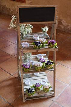Idea escalera o pizarra con plantas y velas