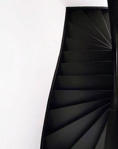 Trap verven: tips, inspiratie en voorbeelden Stair Banister, Banisters, Open Trap, Rustic Luxe, Stairways, Sweet Home, Home And Garden, New Homes, House Styles