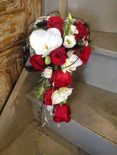 Mariage en rouge, noir et blanc par Arum Nature Fleuriste Dolus d'Oléron // Wedding in red, black and white by Arum Nature Florist Oleron Island - France