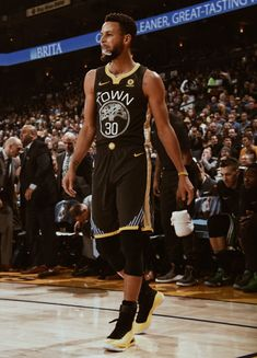Stephen Curry Poster, Nba Stephen Curry, Stephen Curry Basketball, Mvp Basketball, Dance Senior Pictures, Stephen Curry Family, Curry Wallpaper, Wardell Stephen Curry, 2018 Nba Champions