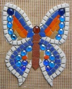ideas for modern mosaic butterfly Butterfly Mosaic, Butterfly Project, Mosaic Flower Pots, Mosaic Birds, Mosaic Art Projects, Mosaic Crafts, Mosaic Rocks, Mosaic Glass, Stained Glass