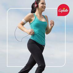 Elige un outfit adecuado.   Selecciona la vestimenta que mejor se ajuste al tipo de ejercicio que realizarás. Usar fajas y plásticos es incorrecto, pues solo perderás líquido que recuperarás a la hora de tomar agua.