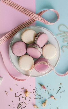 Macarons, Macaron Cookies, Macaron Recipe, Macaron Wallpaper, Flower Phone Wallpaper, Cat Pattern Wallpaper, Pretty Iphone Cases, Dessert Cups, Cute Desserts