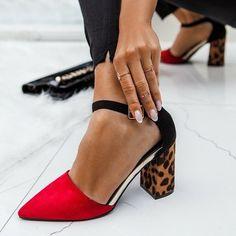 Модная обувь весна-лето 2019: фото самых трендовых пар обуви весенне-летнего сезона Trendy Shoes, Cute Shoes, Blue Suede Shoes, Insta Look, Dream Shoes, Beautiful Shoes, Fashion Details, Designer Shoes, Fashion Shoes