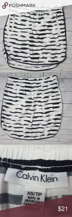 "Calvin Klein Skirt Calvin Klein curved hem skirt,elastic waist band,side zippered pockets. Waist to hem:18"" Length across waist:14 1/2"". 90% rayon 10% polyester Calvin Klein Skirts Mini"