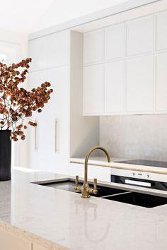 Küchen Design, House Design, Interior Design, Manhattan Kitchen, Home Luxury, Bungalow Kitchen, Kitchen Benches, Beautiful Kitchens, Home Decor Inspiration