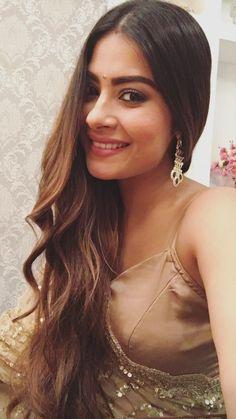 Beautiful Girl Indian, Beautiful Indian Actress, Beautiful Roses, Surbhi Chandna, Dress Indian Style, Bollywood Girls, Indian Fashion, Women's Fashion, Beautiful Bollywood Actress