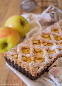 Tart with custard and apples - Crostata con crema pasticcera e mele