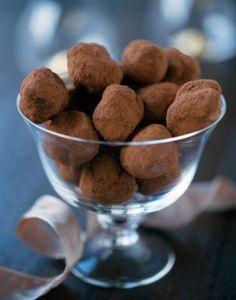 Leilas grundrecept på tryffel går att variera i massor av olika goda smaker. Istället för pepparmyntsolja kan man smaksätta med tex. chili och kanel, rive...