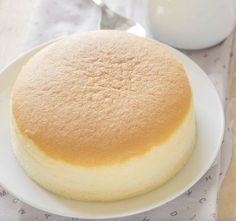 Japanese cheesecake with three ingredients- Pastel de queso japonés con tres ingredientes You will not believe it! This delicious Japanese cake, ideal for the sweet tooth, only carries … 3 ingredients! Food Cakes, Cupcake Cakes, Pan Dulce, Desserts Japonais, Cheesecake Crust, Love Food, Sweet Recipes, Bakery, Sweet Treats