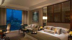 signature-news-hotel-march-2015-taj-dubai-bed