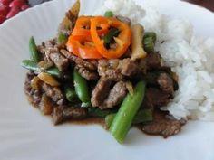 Jak usmažit hovězí nudličky s fazolkami | recept Steak, Beef, Treats, Dinner, Food, Meat, Sweet Like Candy, Dining, Goodies