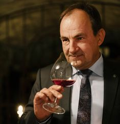 Maître d'hôtel Martin Sperdin Red Wine, Alcoholic Drinks, Glass, 30 Years Old, Wine List, Wine Country, Drink Wine, Wine Cellars