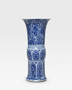 A blue and white beaker vase, Kangxi period (1662-1722)
