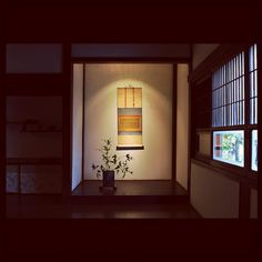 A tokonoma (decorative recessed wall space).